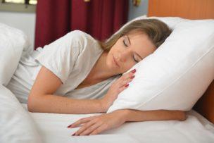 ニキビを治す睡眠とは?